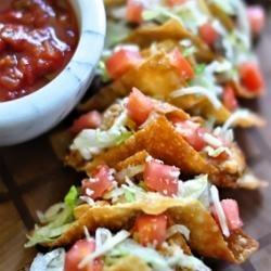 mini taco wontons....: Tacos Seasons, Tacos Wontons, Minis Tacos, Idea, Wontons Tacos, Mini Tacos, Trader Joe, Wonton Tacos, Parties Food