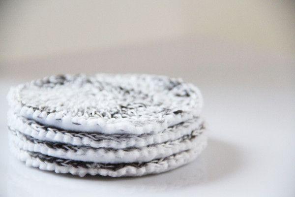 Háčkované prostírání pod hrníčky / Crochet placemats: http://www.prosikulky.cz/zimni-prostirani-pod-hrnicky/