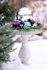 Holiday Gazing: Christmas Decoration, Bird Baths, Holidays, Christmas Idea, Birds Bath, Christmas Outdoor, Outdoor Decoration, Outdoor Christmas, Birdbaths Idea