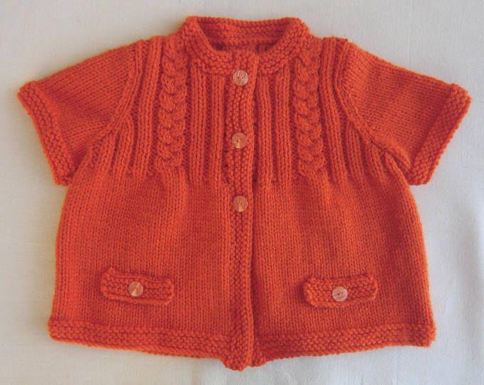 Gilet à manches courtes - Cardigan - En laine - Coloris orange - Pour Bébé Fille - Taille 12 mois - Tricoté à la main - Idée cadeau