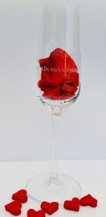 Sektglas mit Gravur für deinen Heiratsantrag von liebe-das-beste auf DaWanda.com