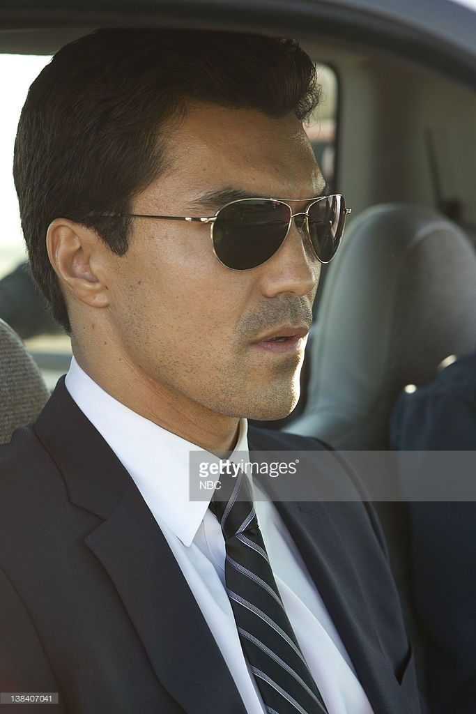 Ian Anthony Dale as Simon Lee