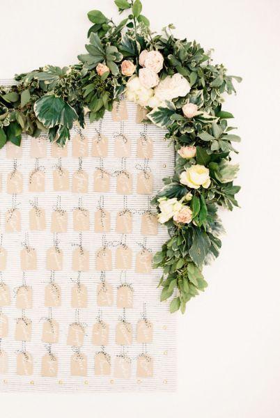 Bloemenslingers op je bruiloft in 2017? Wij laten je zien hoe je dit het beste aan kunt pakken! Image: 10
