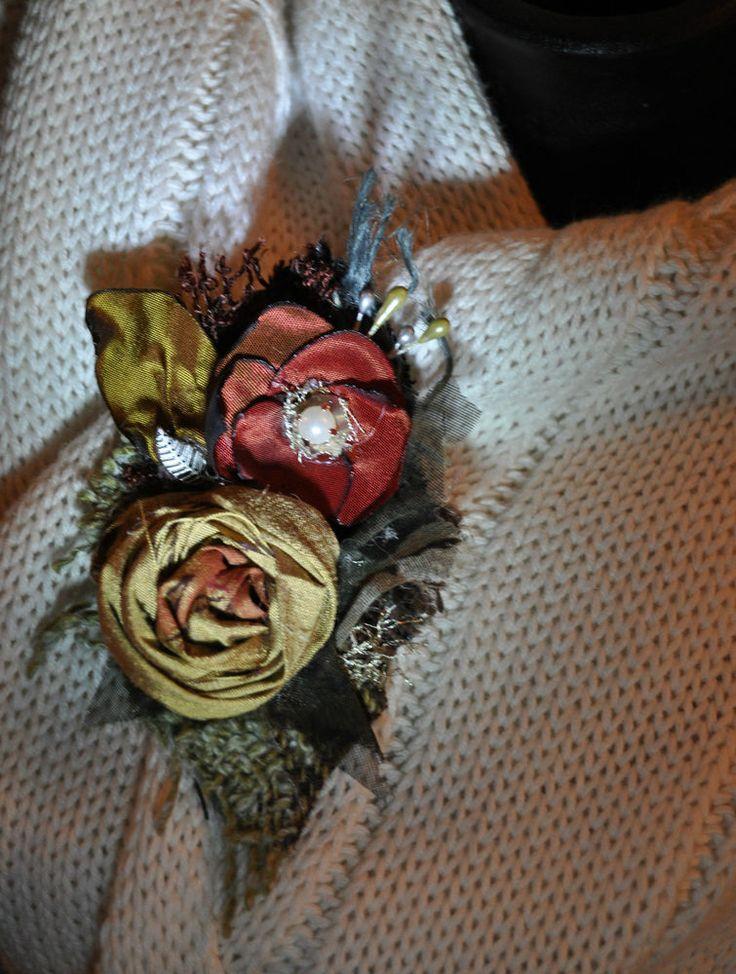 SILK corsage gold red flower brooch dress jumper dress pin 10 cm vintage boho SM