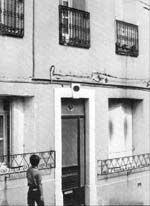Les Brassens habitent au 54, rue de l'Hospice, qui grimpe tout droit vers la colline Saint-Claire