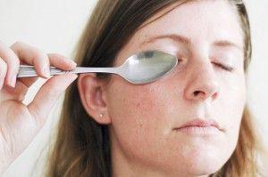 Aplica un poco de frío en las areas de tus ojeras o bolsas de ojos para eliminarlas, descubre más tips de belleza en http://www.1001consejos.com/tips-de-belleza-caseros/