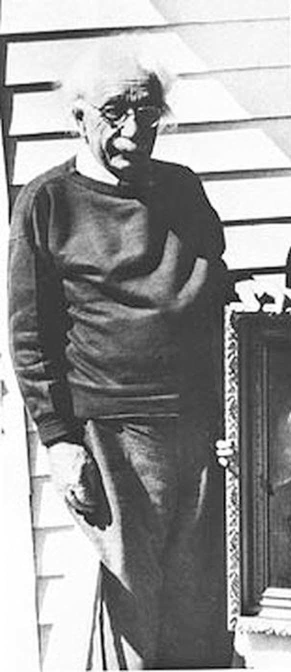 A última fotografia de 16 pessoas famosas antes da sua morte | Albert Einstein em março de 1955 na sua casa em Princeton, New Jersey, um mês antes de morrer.
