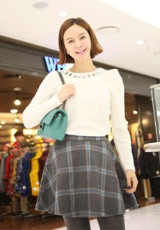 Today's Hot Pick :Checked Circle Skirt http://fashionstylep.com/SFSELFAA0012430/min3111enn/out This circle skirt is timeless in itself, with added never-fading prints for a more sophisticated finish. The skirt comes with high, elastic waistband with back zipper closures