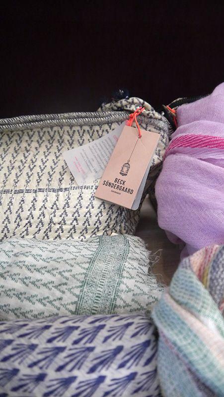 Feine gewebte und bedruckte Stoffe mit hohem Seidenanteil und aus feinster Baumwolle — das macht Becksöndergaard so sympathisch. Finde dein Lieblingsstück in unserem Onlineshop: lilu117.com #lilu117 #becksondergaard #accessoires #hut #schal #shoppingqueen #trendsetter #fashion #mode #trend #ottensen #hamburg #denmark #modedesign