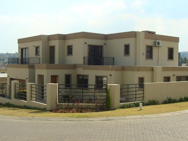 Huge Family Home to Rent in Kyalami Hills, Aloevale Estate. 5 Bedrooms, 4 bathrooms & 4 Garages.  Renting for a steal at R25,000pm.