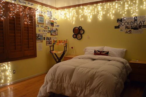 string lights bedroom - Since our apartment has no ceiling lights, this would be fabulous for Anslee!