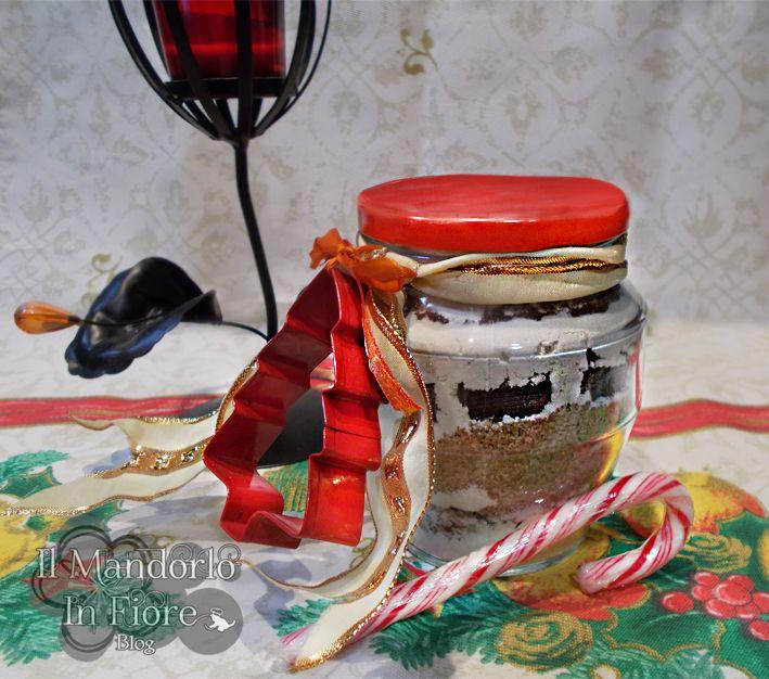 Perché non regalare un preparato per biscotti ed un simpatico stampino a tema natalizio? i regali saranno ancor più dolci, ecco come fare >>http://blog.giallozafferano.it/ilmandorloinfioreblog/?p=6474