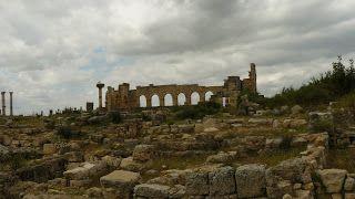 Volubilis Nous avons visité Volubilis, une ancienne cité romaine au Maroc, prise par les romains en l'an 40 après JC. Elle fut abandonnée a...