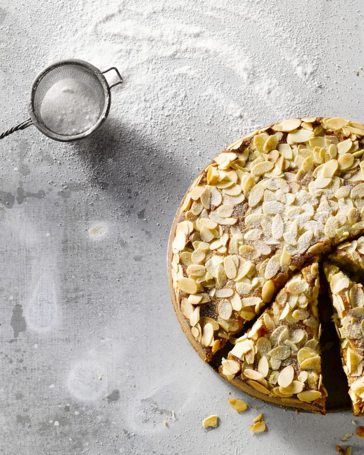 Een Toscaanse cake wordt in Italië gegeten als ontbijt. Hier eten we deze luchtige, friszoete cake met appeltjes liever als dessert of bij de koffie. Heerlijk!