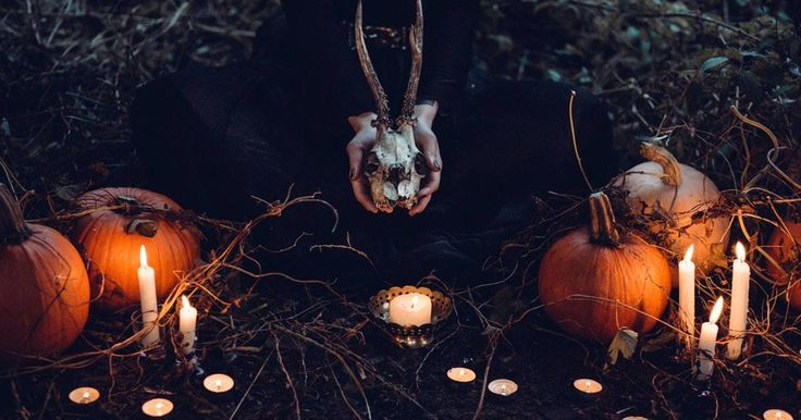 8 Creepy Things To Know About The History Of Halloween Creepy things to know about the history of Halloween include a celebration of communicating with the dead, witches turning into cats, wearing masks made from dead animals, and more. According to Live Science, the day we now celebrate as Halloween has ... #historyofhalloween