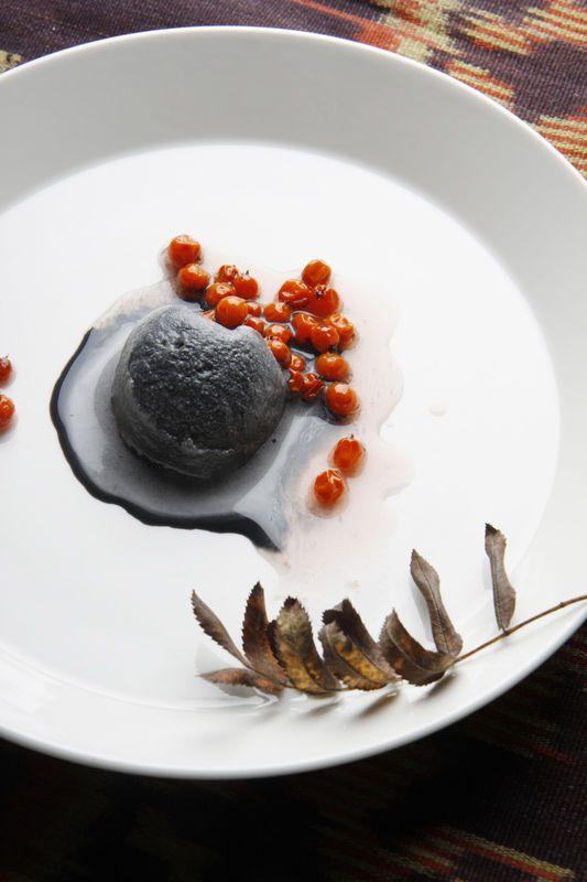 """""""Svart mat kan se ruskigt läckert ut om den är rätt serverad."""""""