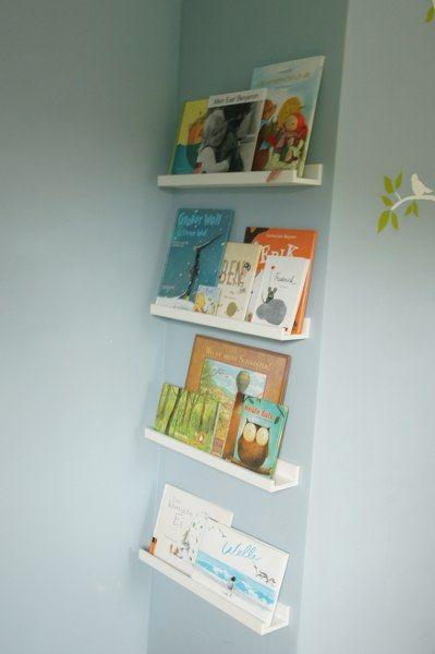 Bücherregal aus IKEA-Bilderleisten
