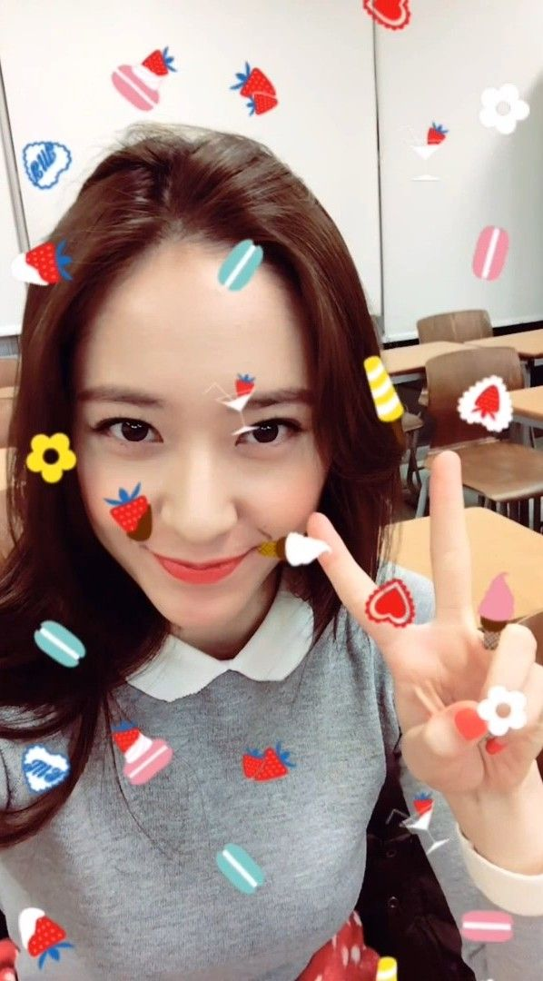f(x) Krystal snap adorable selfies for 'Etude House' ~ Wonderful Generation