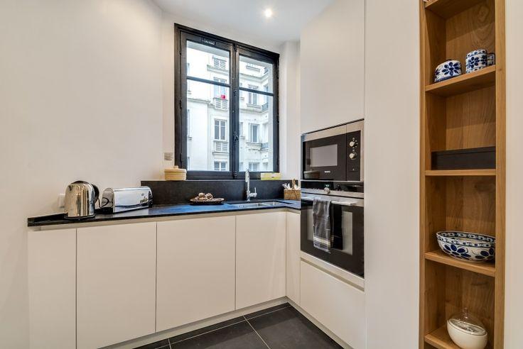Cucina | bianco | quarzo nero | legno rovere | su misura | Parigi | le nuove Kucine