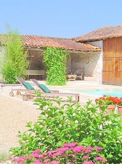 Farmhouse in St Laurent des Combes, Nr. Chalais, Charante, France. Book direct with private owner. FR6086
