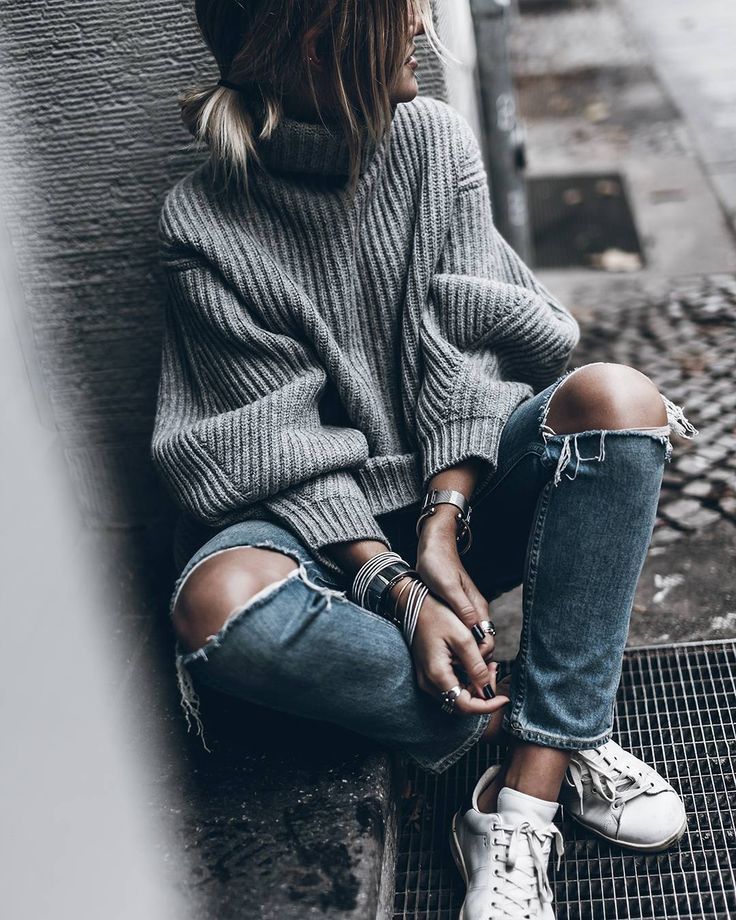 Oversized sweater has had a place on fashion for the last two years, based on its cozy and slim. So this year's sweater trend has focused ondetails, such as sl