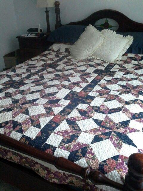 Carpenters Wheel queen bed quilt