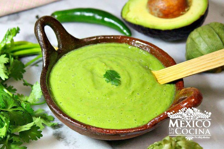 SALSA CREMA DE PALTA (AGUACATE) -  Licuar cebolla picada, tomate sin piel, un jalapeño y un poco de agua. Luego agregar una palta y hojas de cilantro. Sal y pimienta ... para acompañar tacos o alguna tostadita ... glup !!!