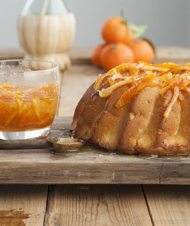 Ένα ζουμερό κέικ που συνεργάζεται γευστικά με τα αρωματικά μανταρίνια.