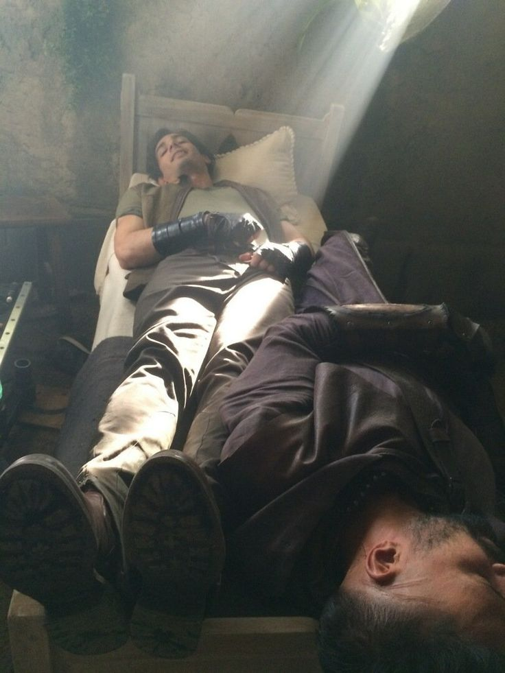 A double Druid sleep caught behind-the-scenes on set of #Shannara! @marcus_vanco @manubennett
