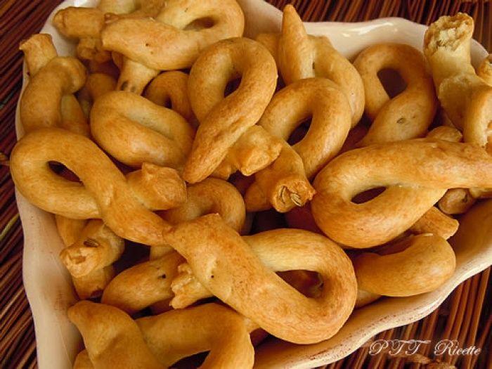 Taralli lucani, ecco la ricetta per realizzarli.  #taralli #ricetta #stuzzichini #recipe #italianfood #italianrecipe #PTTRicette