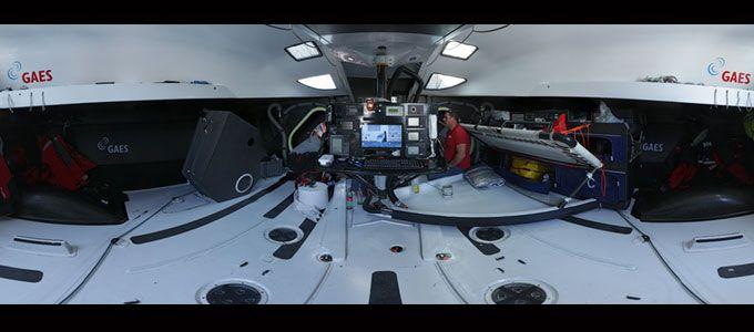 Interior del @IMOCA60 GAES de Anna Corbella y Gerard Marín