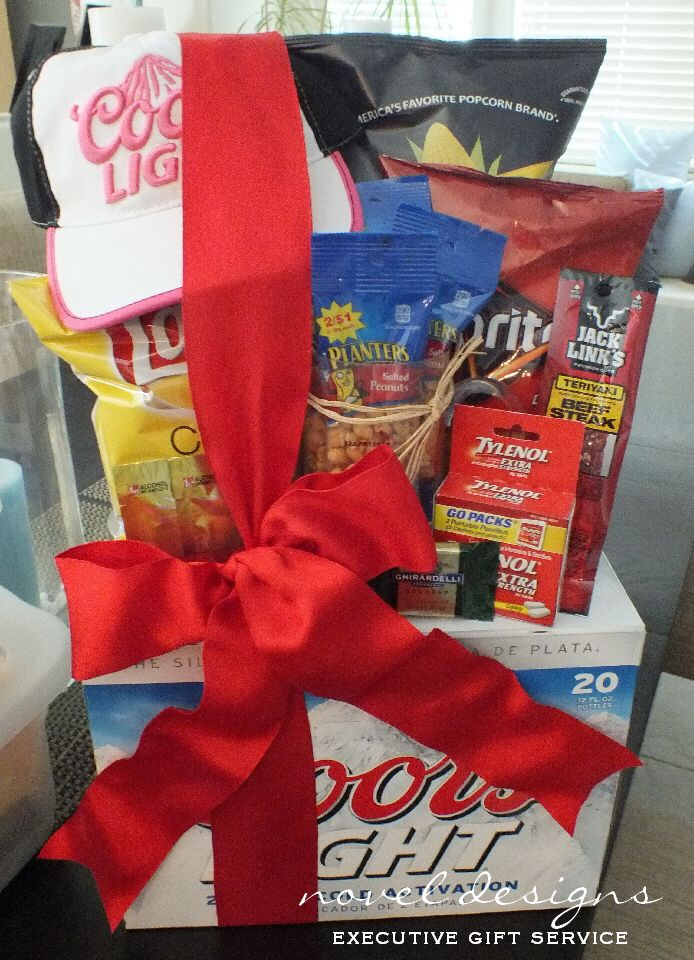 She Loves Coors Light Gift Basket #coorslight #beer #giftbasket #lasvegasdelivery #lasvegasgiftbaskets #noveldesigns
