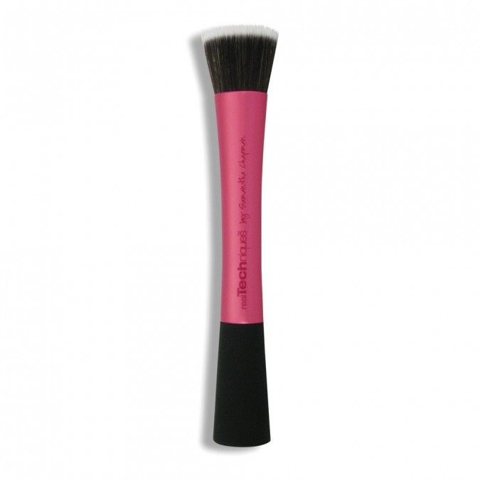 The dual-fibre stippling brush is the trade secret for creating airbrushed, high definition results with all types of makeup.