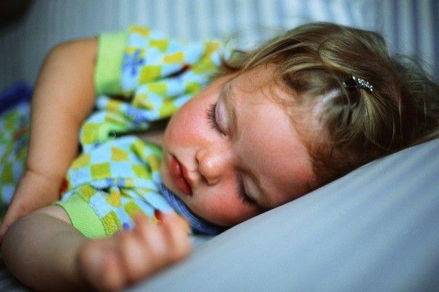 Příběh evolučního nesouladu I.: Proč malé děti nechtějí jít spát