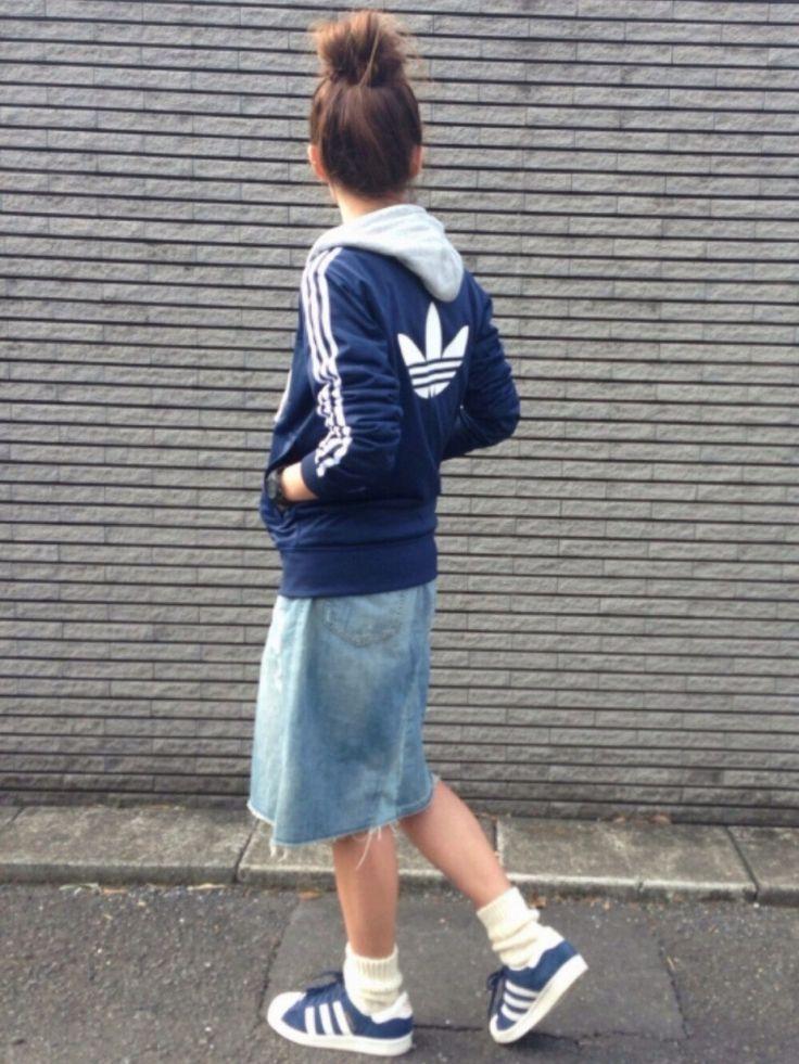 adidasのジャージを使ったyukoさんのコーディネートです。│カジュアルコーデですʕ•̬͡•ʔやっ...