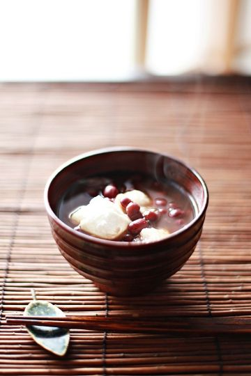 zenzai 善哉(ぜんざい)sweet adzuki [red-bean] soup with pieces of rice cake