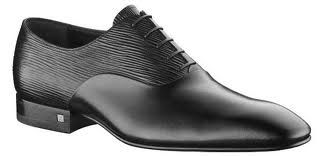 LOVE the Epi leather contrast with the smooth leather shoes.  THIS is luxury!  Louis Vuitton Men shoes