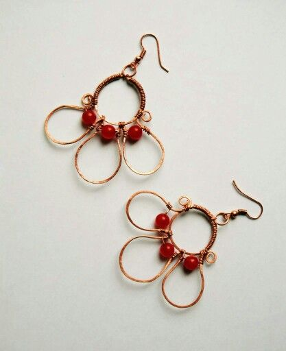 Hammered copper earrings with red jade   Orecchini in rame martellato con giada rossa   https://m.facebook.com/GioieLi  #handmade #gemstone #gioielì #jewels #diy #earrings #copper