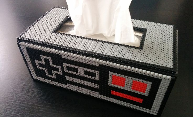 Decorar una caja de pañuelos y darle un estilo retro es fácil con Hama Beads. En este tutorial pueden ver una propuesta.