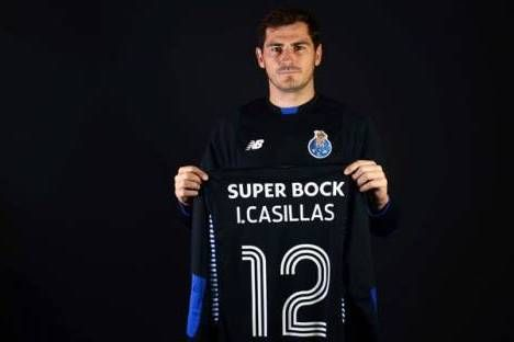 Iker Casillas (FC Porto) exibe camisola 12