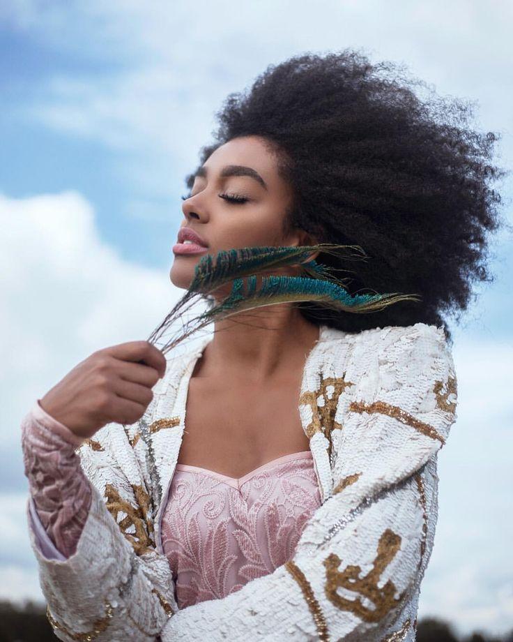 - Angela Onuoha (@curlbellaa) on Instagram shot by : @suzanalberts    afro-textured hair. Kinky curly hair. Kinky hair. Wind blown hair. Afro hair. Afro textures. Natural hair. Texture. Pretty hair.