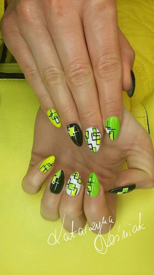 Green and black nail art by Kasia Leśniak - Follow us on Pinterest. Find more inspiration at…