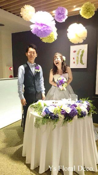 白とミントグリーンのバイカラーのドレス 紫青緑白の爽やかな色合いのクラッチブーケ@hatake ys floral deco
