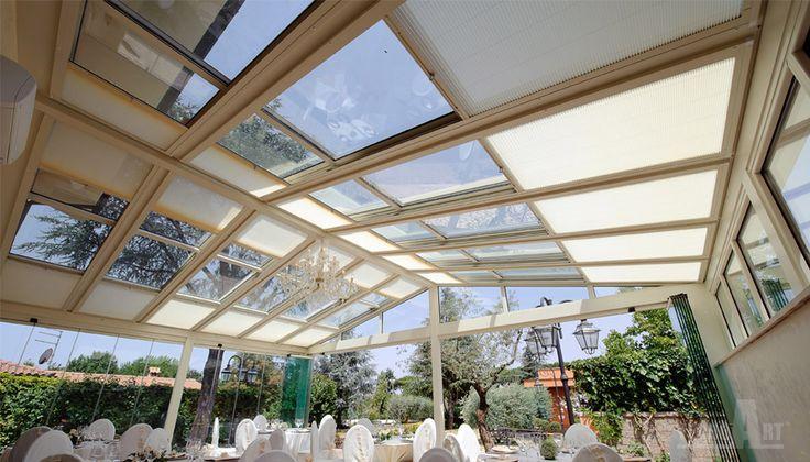 Progettate per offrire funzionalità ed affidabilità le coperture mobili SUNROOM, rispondono ad ogni genere di esigenze, dalle verande affacciate sul giardino o terrazza di casa, alle finestratura nel sottotetto o come coperture di bar o ristoranti