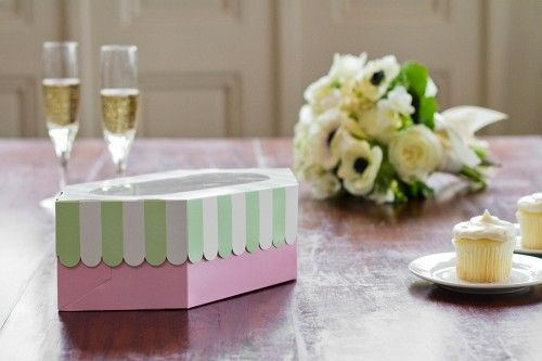 Pretty things: Party Favors, Cupcake Rosa-Choqu, Pretty Things, Paris Cafe, Favors Idea, Cupcake Boxes, Cafe Inspiration
