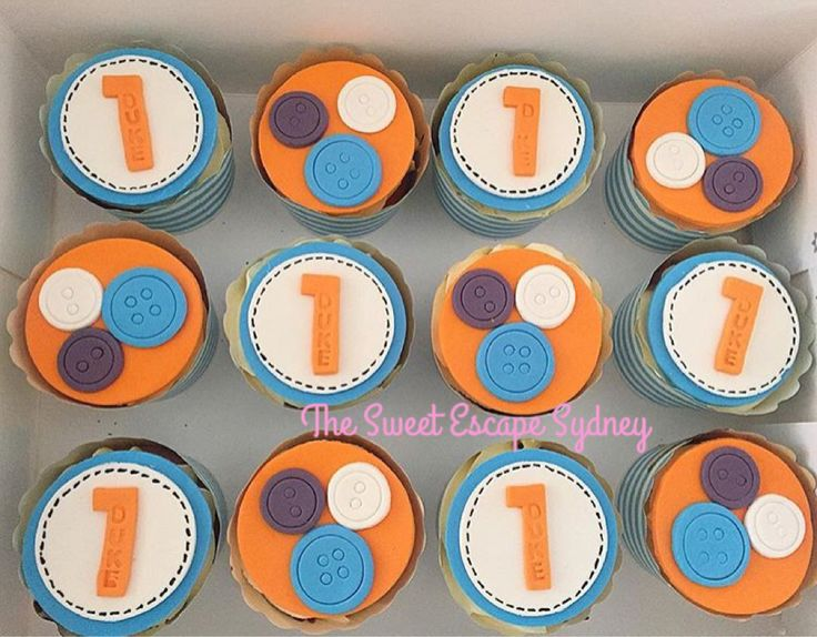 Giggle and Hoot stamped fondant topped cupcakes
