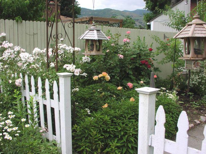 Die besten 25+ Gartenzaun weiß Ideen auf Pinterest weißer Zaun - sichtschutzzaun aus kunststoff gute alternative holzzaun