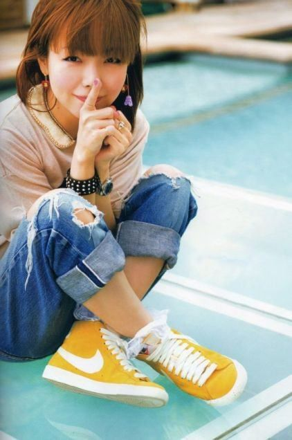 """この画像は「女子の憧れ!aikoから学ぶ""""ラフ""""ファッション」のまとめの4枚目の画像です。"""