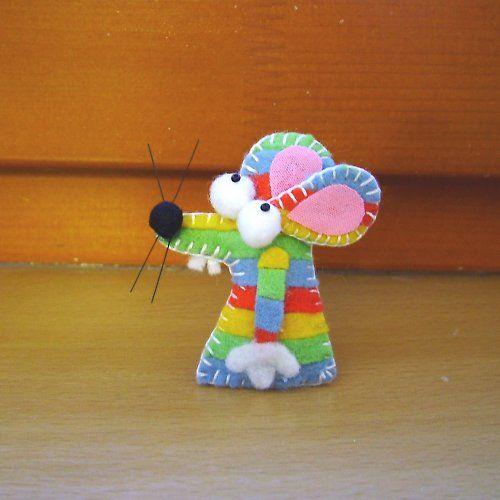 sweet little mouse. i'd like to use the idea of the rainbow stripes, but use it on a large hand puppet with furry stripes