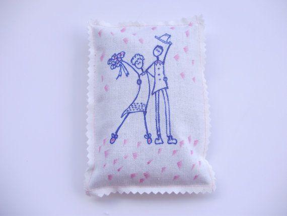 Cuscino coppia sposi fiori secchi di lavanda di ArtisticamenteMari
